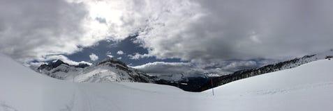 Красивая панорама итальянских горных вершин Стоковые Фото
