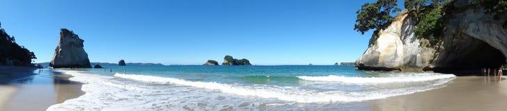 Красивая пещера пляжа панорамная Стоковые Фото