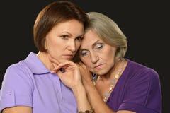 Красивая пожилая мать с взрослой дочерью Стоковое фото RF