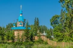 Красивая православная церков церковь на ясный солнечный день на острове Valaam Gethsemane Skete Церковь во имя предположения  стоковое фото rf