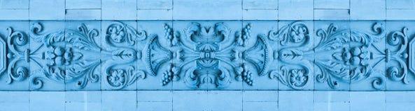 Красивая прессформа на фризе стены Стоковые Фото