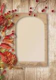 Красивая предпосылка осени с рамкой с рябиной и георгинами стоковые фотографии rf
