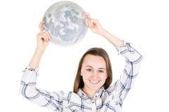 Красивая привлекательная девушка с луной в руках под белой предпосылкой стоковое изображение