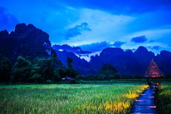 Красивая природа в вечере на Vang Vieng, Лаосе стоковое изображение rf