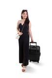 Красивая путешествуя женщина с чемоданом, полной съемкой тела Стоковая Фотография