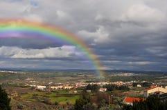 Красивая радуга над долиной Стоковые Изображения