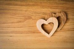 Красивая древесина формы сердца на деревянной предпосылке, винтажном тоне Стоковые Фото