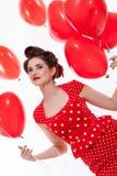 Красивая ретро женщина празднуя валентинки стоковая фотография rf