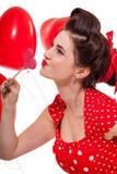 Красивая ретро женщина празднуя валентинки стоковое изображение rf