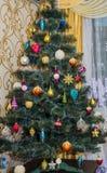 Красивая рождественская елка изолированная на белой предпосылке Стоковая Фотография RF