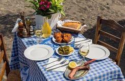 Красивая романтичная таблица на пляже Стоковое Фото