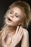 Красивая рыжеволосая девушка с совершенной кожей и Стоковое Фото