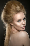 Красивая рыжеволосая девушка с совершенной кожей и Стоковая Фотография RF