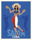 Красивая сальса танцев девушки с maracas Стоковые Фотографии RF