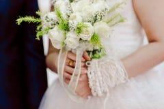 Красивая свадьба цветет букет и невеста Стоковое Изображение