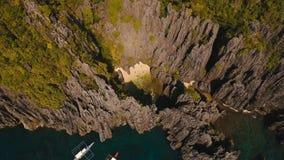 Красивая секретная тропическая лагуна, вид с воздуха остров тропический акции видеоматериалы