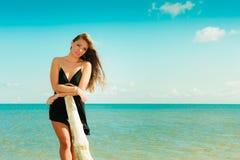 Красивая сексуальная девушка на seashore Стоковая Фотография RF