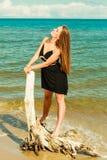 Красивая сексуальная девушка на seashore Стоковые Фото