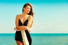 Красивая сексуальная девушка на seashore Стоковое Фото