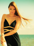 Красивая сексуальная девушка на seashore Стоковое фото RF