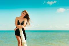 Красивая сексуальная девушка на seashore Стоковая Фотография