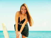 Красивая сексуальная девушка на seashore Стоковое Изображение RF