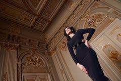 Красивая сексуальная женщина в собрании осени элегантного платья модном состава волос брюнет весны длинного загорела тонкую диагр Стоковые Изображения RF