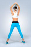 Красивая сексуальная женщина фитнеса спорта делая тренировку разминки с d стоковое фото rf