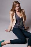 Красивая сексуальная модельная женщина в вскользь одеждах каталогизирует собрание Стоковая Фотография RF