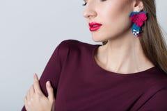 Красивая серия ручной работы девушки цветка на ушах на белой предпосылке Стоковое фото RF