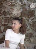 Красивая серьезная элегантно одетая девушка Стоковое Изображение RF