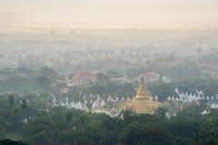 Красивая сельская местность в утре на холме Мандалая в Мьянме Стоковое Изображение RF