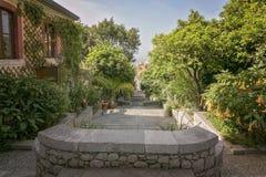 Красивая сицилийская улица Taormina, Сицилии, Италии стоковое изображение