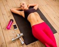 Красивая сильная спортсменка Стоковая Фотография RF