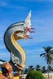 Красивая скульптура Naga в тайском виске Стоковое Изображение RF