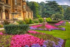 Красивая солнечность в сентябре и теплая погода нарисовали посетителей к садам на доме Tyntesfield, Wraxhall, северном Сомерсете, Стоковое Фото