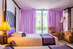 Красивая спальня в роскошной гостинице Стоковое Изображение RF
