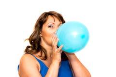 Сексуально надувает воздушный шарик видео