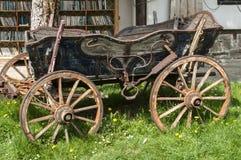 Красивая старая деревенская деревянная тележка Стоковая Фотография