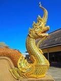 Красивая статуя Naga на виске Стоковые Фотографии RF
