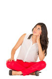 Красивая стильная маленькая девочка сидя над белизной Стоковое Изображение