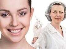 Красивая сторона женщины около доктора с шприцем Стоковые Фотографии RF