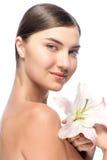 Красивая сторона молодой женщины с белизной стоковое изображение rf
