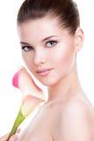 Красивая сторона молодой милой женщины с здоровой кожей Стоковые Фотографии RF