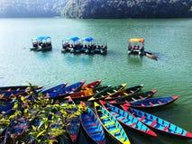 Красивая сторона озера в pokhara стоковые фотографии rf