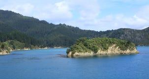 Красивая сцена в проливе повара, Новой Зеландии 4K видеоматериал