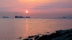 Красивая сцена захода солнца на море сток-видео