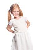 Красивая счастливая маленькая девочка с волосами хвоста стоковые фото
