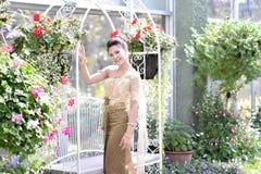 Красивая тайская девушка в тайском традиционном костюме Стоковое Изображение