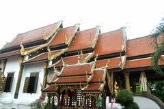 Красивая тайская крыша виска на Wat Ket Karam Стоковая Фотография